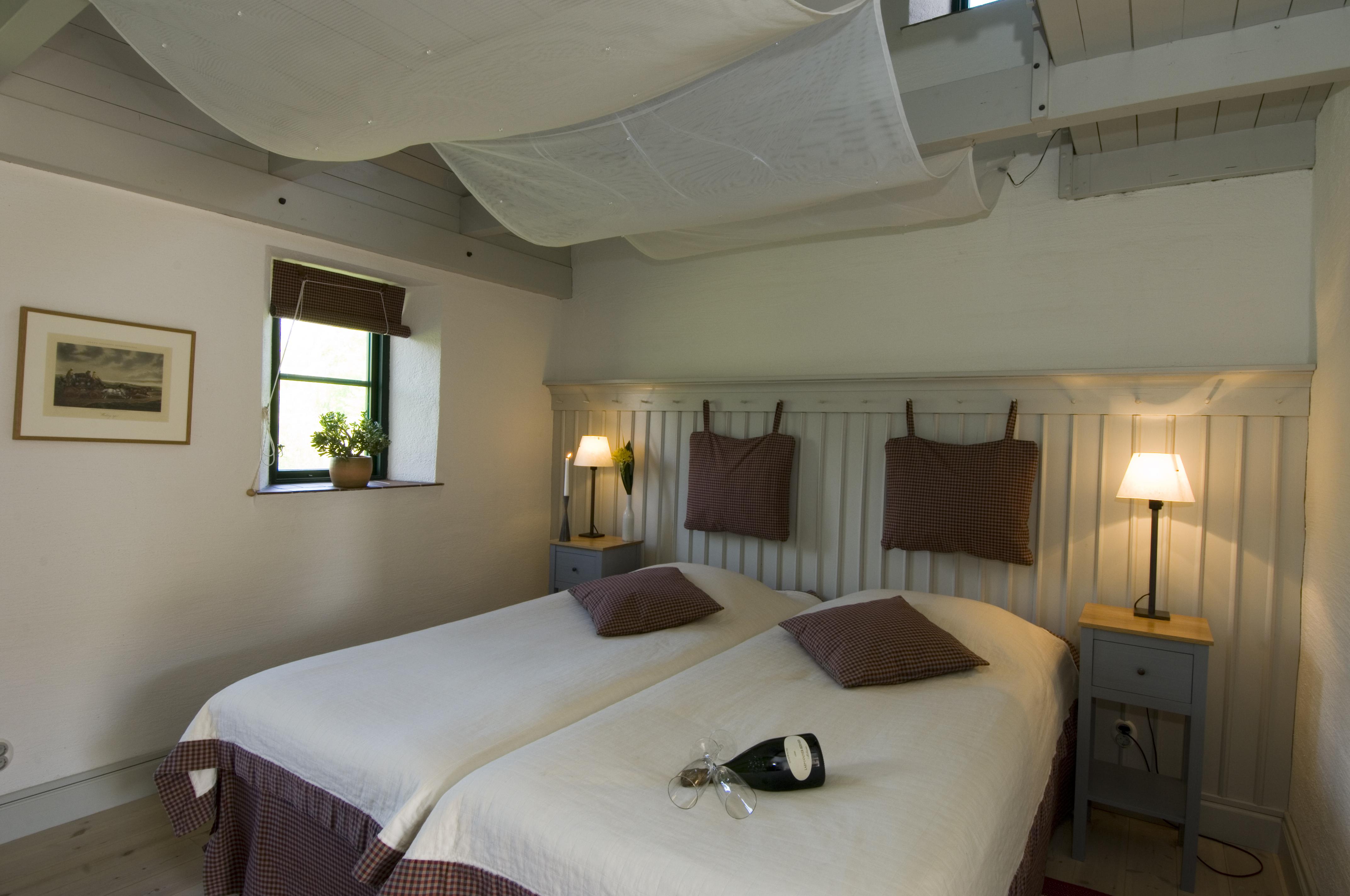 Säng med champagne i Möllegårdens konferensboende